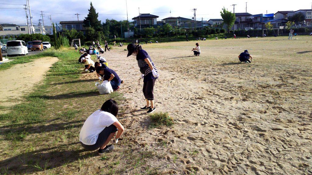校庭の草むしり2