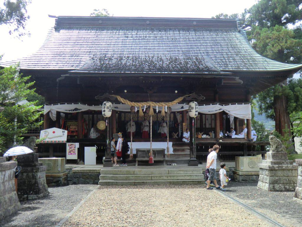 諏訪神社正面